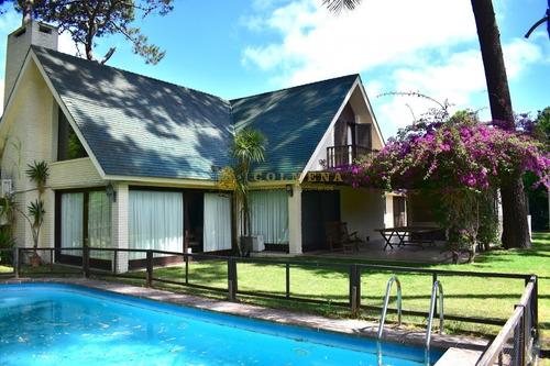 Excelente Residencia De 5 Dormitorios-ref:4553