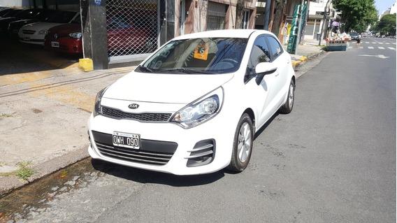 Kia Rio 1.4 Ex 109cv 6mt 2015 Blanco Permuto Financio 50%