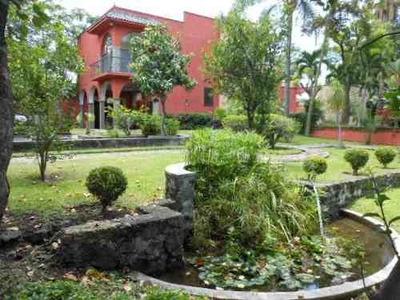 (crm-1404-353) Se Vende Y Renta Casa Con Amplios Espacios, Precioso Jardín Con Apantl