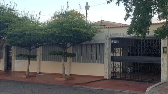 Casas En Venta. Morvalys Morales Mls #20-4011