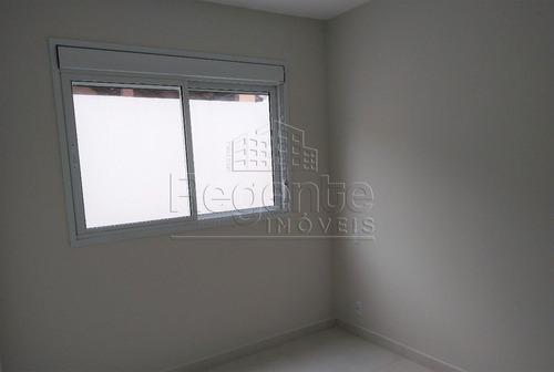 Apartamento A Venda Com 2 Quartos No Bairro Carvoeira Em Florianopolis. - V-81672