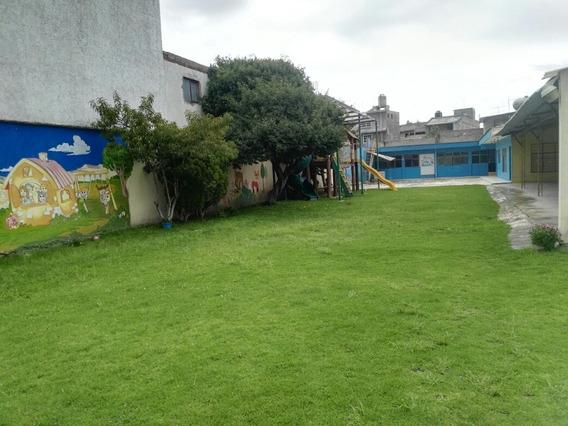 Venta Casa Con Amplio Jardín, Juegos Infantiles Y Cisterna