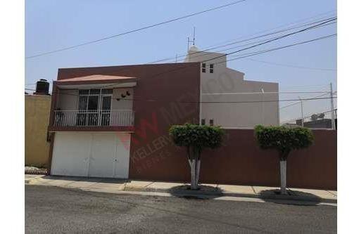 Casa En Venta En Zona De Oro 2 Frente A Extensión Universidad De Gto.