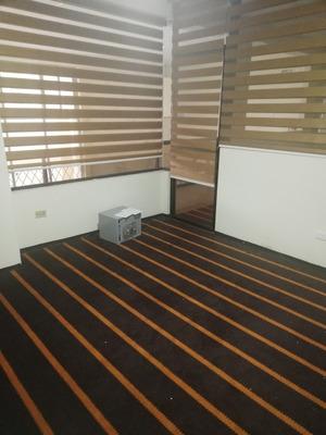 Sala De Capacitación, 2 Oficinas, 1 Parqueo. 90 M2
