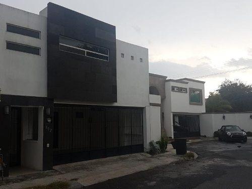 Casa En Venta En Cerradas De Anahuac