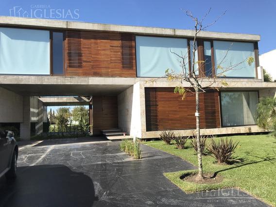 Casa Con Diseño Moderno Al Lago Central En Venta