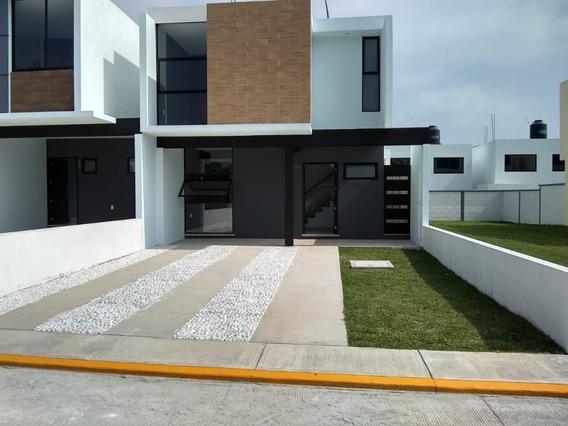 Se Vende Casa En Residencial Yuliana Iii . Privado, Con Vigilancia Y Amenidades