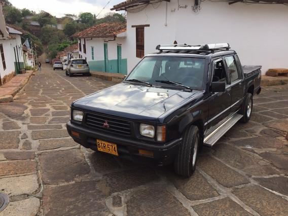 Camioneta Mitsubishi Doble Cabina 4x2