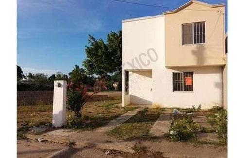 Casa En Venta En Altamira Con Amplio Patio Trasero.