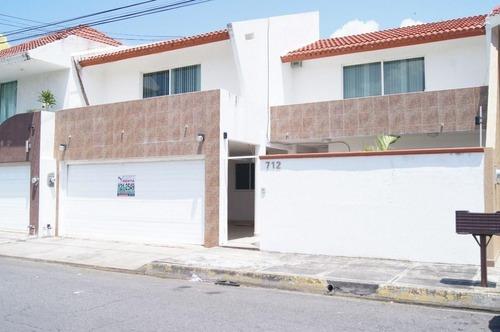 Casa En Venta En Fracc. Costa De Oro Boca Del Rio Muy Amplia