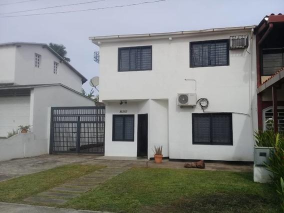 Casa Town House En El Cr Akurima