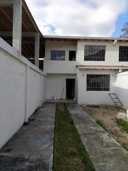 Casa En Cueva Del Oso, Al Lado De Las Villas Universitarias
