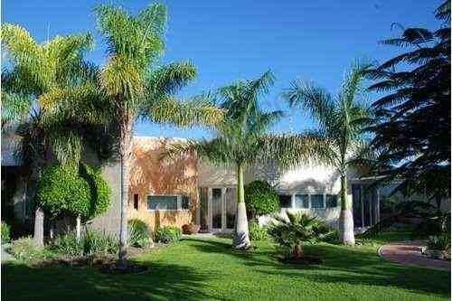 Residencia De Lujo Con Amplios Jardines En Jurica Con Casa De Visita E Invernadero
