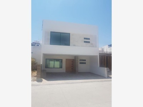 Casa Frac Milenio Iii, 3 Niveles, 3 Recamaras, Roof Garden,