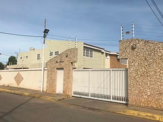 Bello Townhouse En Alquiler Ciudad Ojeda 20-3153