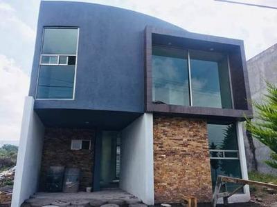 Casa Con 4 Recamaras, 2 Baños, Acabados De Lujo Centrica