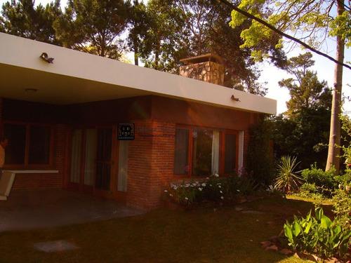 Casa  Con Buenas Comodidades En Mansa A 2 Cuadras De La Playa- Ref: 1707