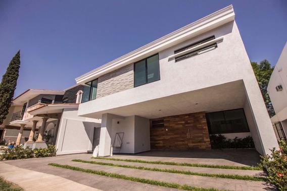 Casa En Venta En Eca Do Queiros, Virreyes Residencial, Zapopan, Jalisco.