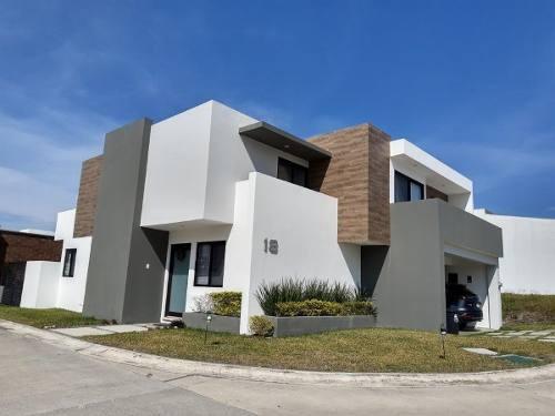 Punta Tiburon, Casa En Renta En Esquina Con Recámara En Planta Baja Y Jardín, L. V