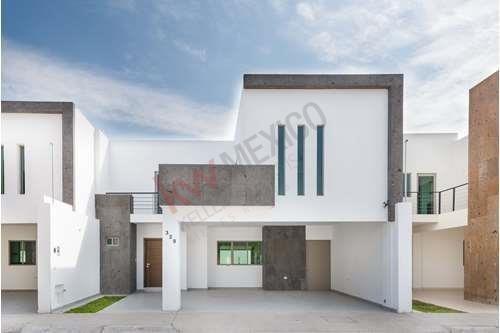 Casa En Venta En Los Viñedos, Paseo Del Venado; Casas En Venta En Torreón