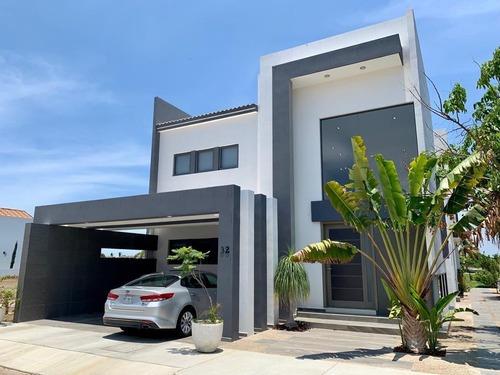 Exclusiva Residencia En Venta En Marina Mazatlán Con Espectacular Vista A Campo De Golf
