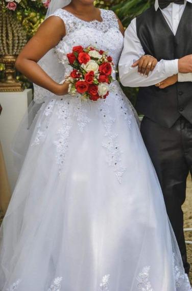 Vestido De Noiva Numeração 42 Ao 44, Podendo Ajustar