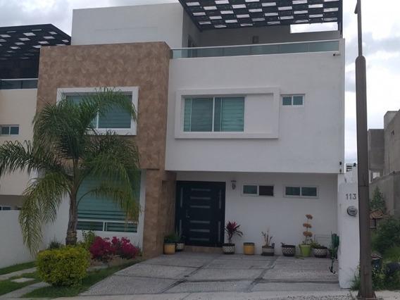 Casa En Renta Con Cuarto De Servicio Y Roof Garden
