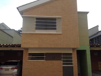 Townhouse En Venta El Parral Sq 19-2568