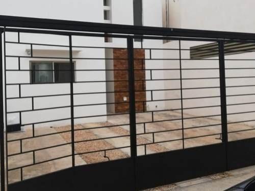 Linda Casa En Venta Con Muy Buena Ubicación En La Colonia Leandro Valle!!