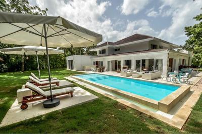 Villa En Casa De Campo En Alquiler