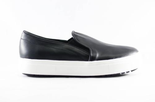 Zapatilla Mujer Pancha Sneaker Slipper Eco Cuero S/interés