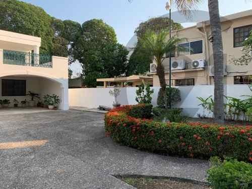 Residencia Estilo Frances En Venta, Col. Guadalupe, Tampico, Tamaulipas.