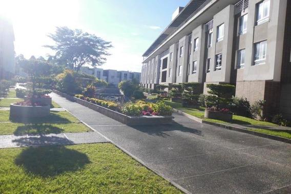 Casa En Venta Zona Este Barquisimeto Lara 20-5821 Rahco