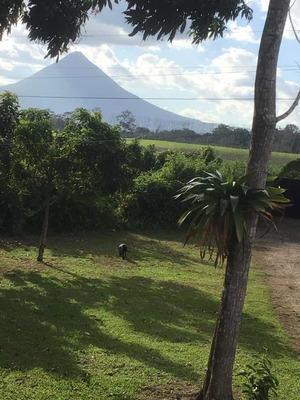 Hermosa Quinta Con Vista Al Volcán Arenal Y 7 Lotes