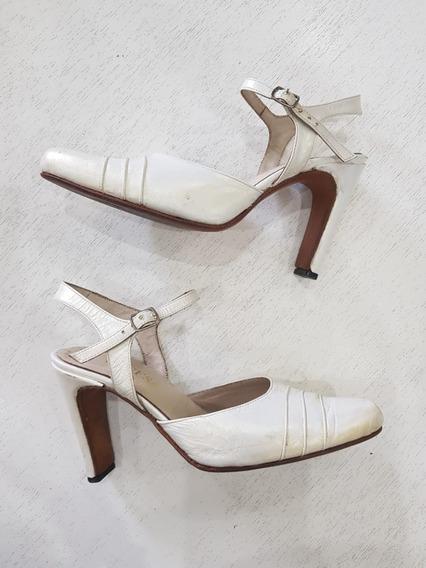 Zapatos De Cuero Blanco Nacarados Con Pulsera