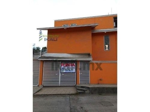 Renta Casa Centrica Tuxpan Veracruz 2 Rec. Es Una Casa De 2 Pisos Que Se Encuentra Ubicada En La Calle Colombia # 19 De La Colonia Centro De La Ciudad, Cuenta Con Sala, Comedor, Cocina, Terraza, 2 Re