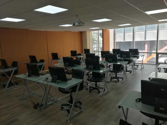Salón De Usos Multiples Para 20 Personas Con Computadoras
