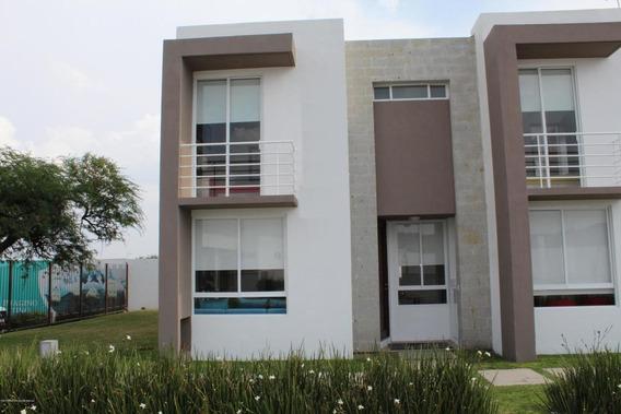 Casa En Venta En Zakia, El Marques, Rah-mx-21-832