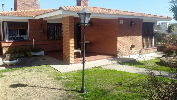 Vendo Casa A Mts De La Avenida San Martin Con Dpto
