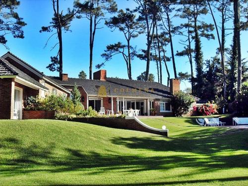 Casa En Cantegril - Muy Bien Cuidada. Consulte!!!!!!!!!- Ref: 2589