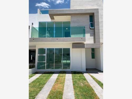 Casa Sola En Venta Terranova Residencial Con Alberca. Salón De Eventos. Áreas Verdes. Ciclo-pista,