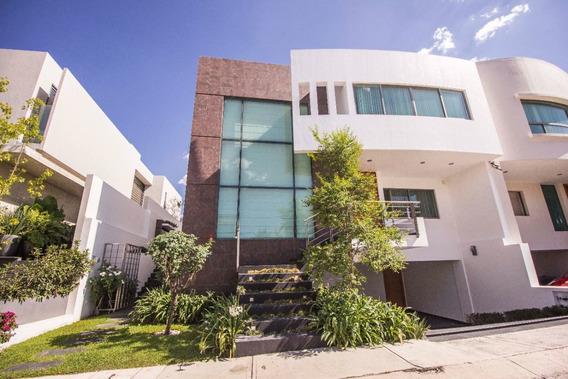 Casa En Venta En Puerta Del Bosque, Zapopan