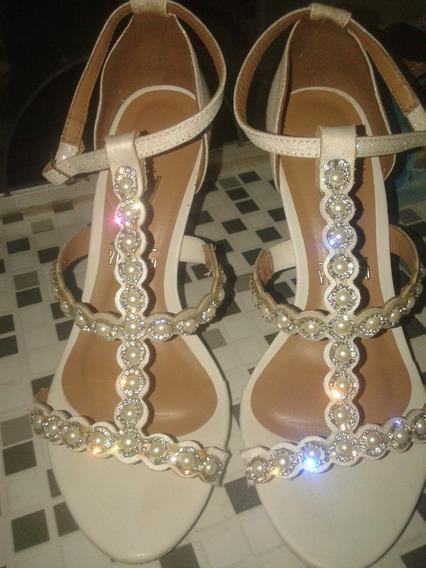 Sandália Branca Com Pérolas N 36.