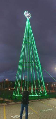 Imagem 1 de 5 de Arvore De Luz De Natal 22 Metros