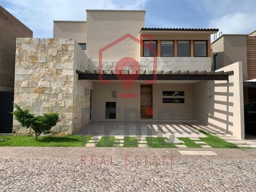 Casa Nueva En Venta De 3 Hab + Cto De Servicio En Arco De Piedra, Jurica