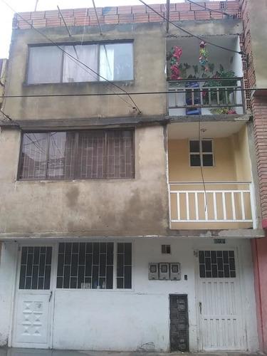 Casa De Tres Pisos Economica