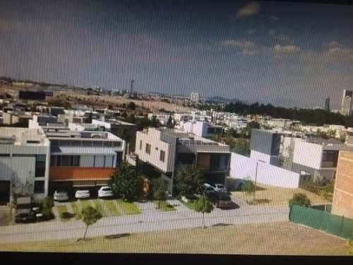 Venta De Terreno En El Alcázar Oriente.