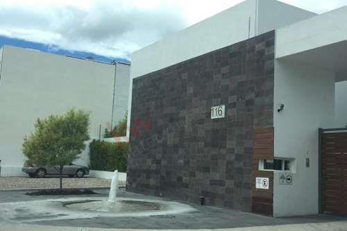 Renta De Preciosa Casa En Condominio Horizontal De Lujo En Avenida Santa Fe, Juriquilla, Excelente Oportunidad