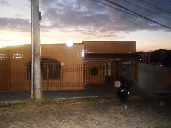 Casa Com 3 Quartos Para Comprar No Nova Almeida Em Ponte Nova/mg - 4600