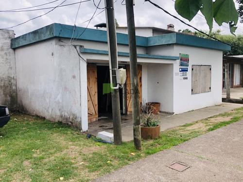 Casa De Plancha En Un Zona Muy Agradable Y Con Servicios- Ref: 449